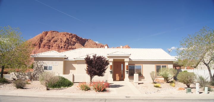 Tranquil Red Mountain Casita