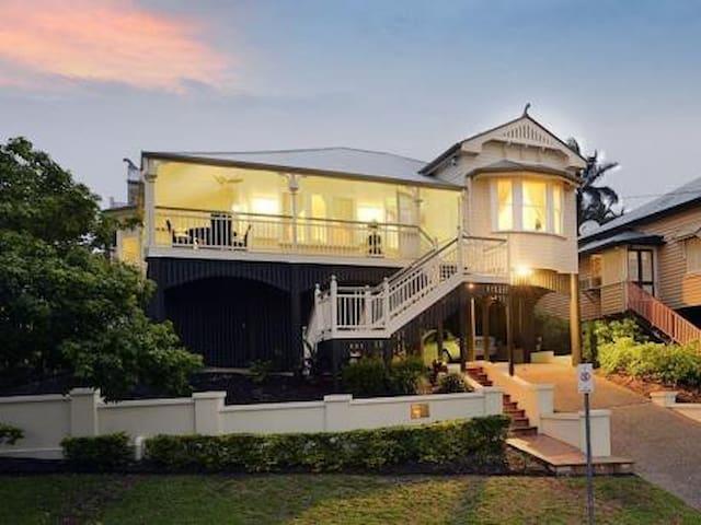 Inner City, family-friendly home! - Bowen Hills - บ้าน