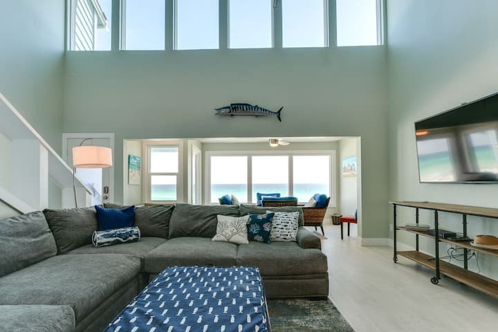 Beautiful Beach Front Townhome in Miramar Beach! Come Frolic with the 🐬 🐬s
