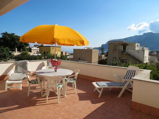 House with terrace Mondello-Beach 5min - 3 rooms - Palermo - Apartment