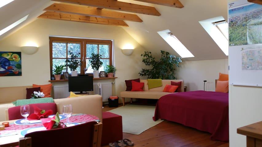 Sonniges Appartment und kleiner Garten