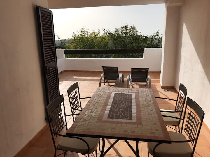 Luxury apartment set in Doña Julia Golf Course