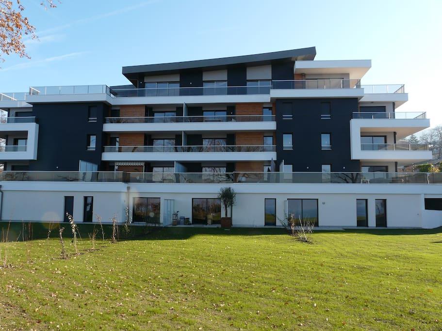 T 3 vue lac grande terrasse evian golf apartments for for Garage jean lain thonon les bains