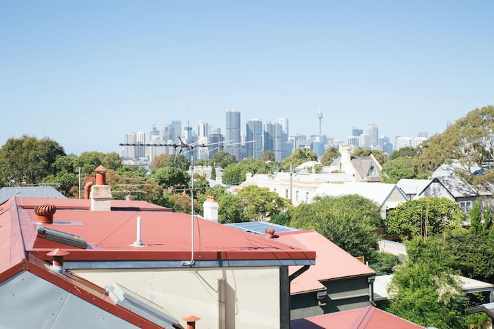 Spacious, light-filled loft in beautiful Balmain!