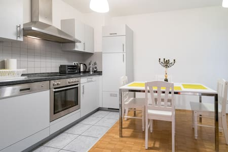 Your 2-rooms next to City Center - Frankfurt - Wohnung