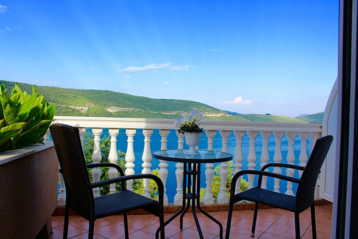 Studio Apartment with sea view 2 @ Villa Amfora