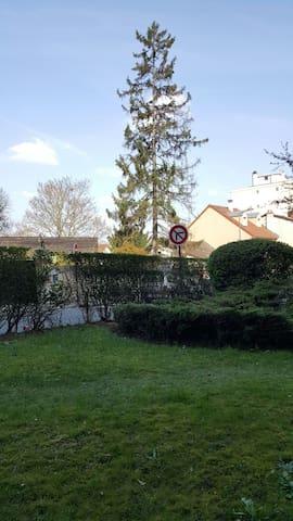 Ancienne loge rénovée et proche de tout à Meudon - Meudon - Apartament