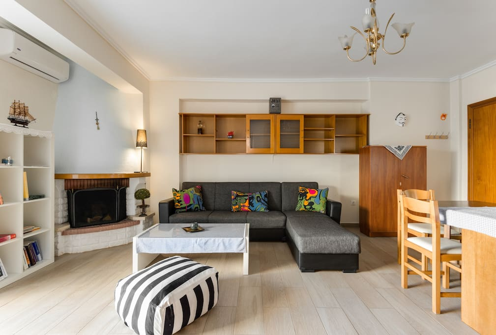 LIVING ROOM: The place you can check and select your next stops in Thessaloniki through my best proposition list!