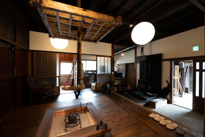 囲炉裏つき古民家を丸ごと貸し切り「月夜見山荘」(庭にバーベキューグリル完成!)