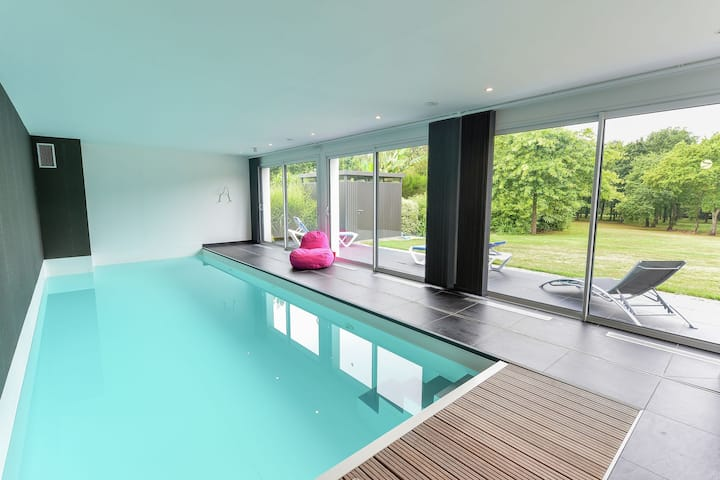 Welcoming Villa in Fouesnant with Swimming Pool