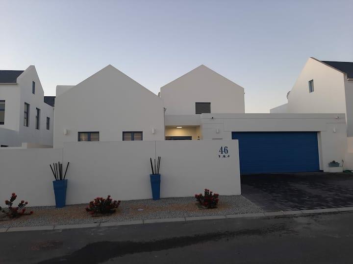 Blue Lagoon Beachhouse is situated in Langebaan.