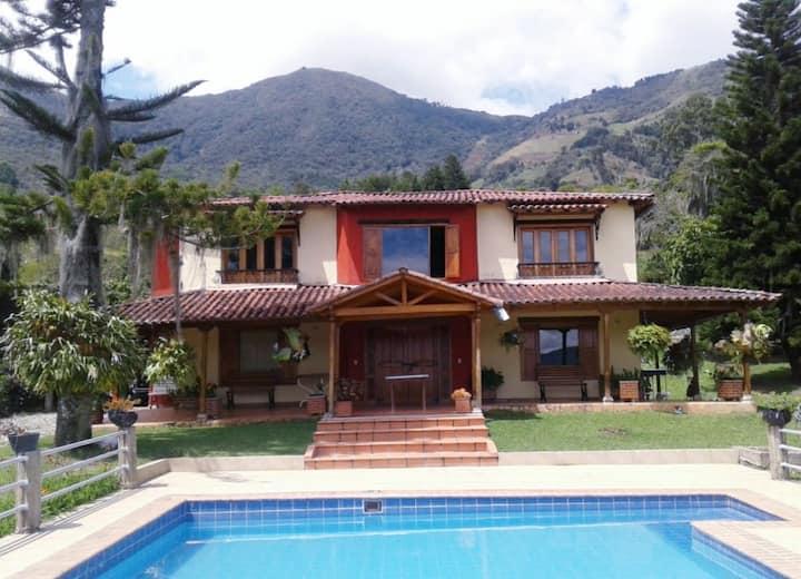 VACACIONES PERFECTAS 30 min de Medellin.Casa Finca