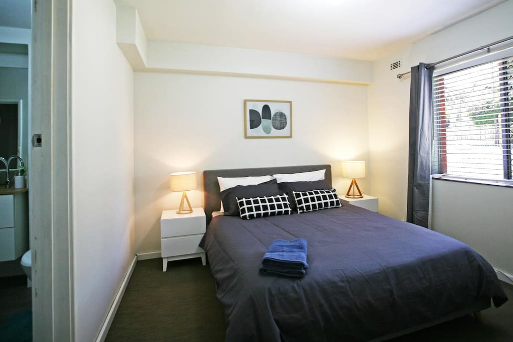 Masterbed Room with Queen Bed