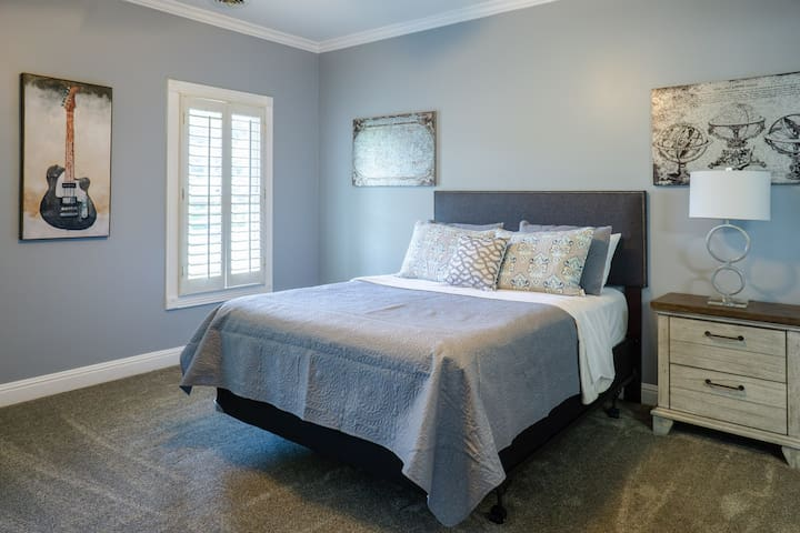 Can't do cute and pink...we have a room for you too. Queen Bed and private bathroom.