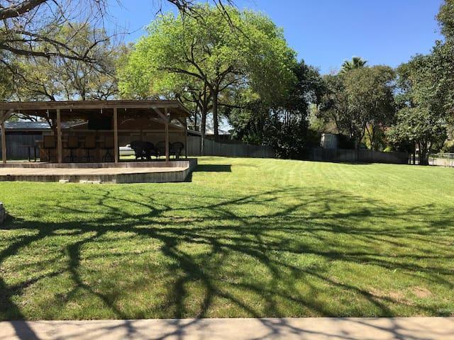 Hudson Bend Cottage next to Lake Travis - Austin - Talo