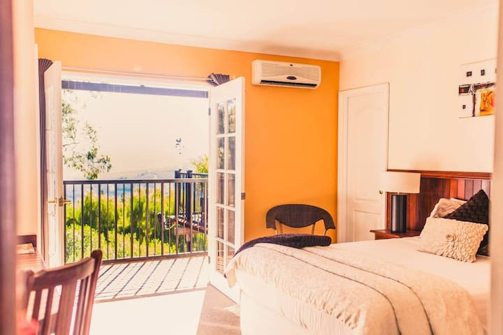 Nannup Hideaway- Lake View Guest suite