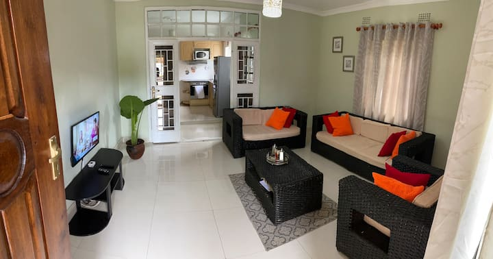 Nichi's Guesthouse Blantyre-Room, en-suite bath