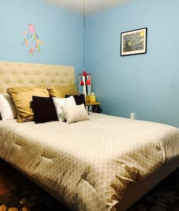 Blue bedroom with queen size bed. - North Charleston - House