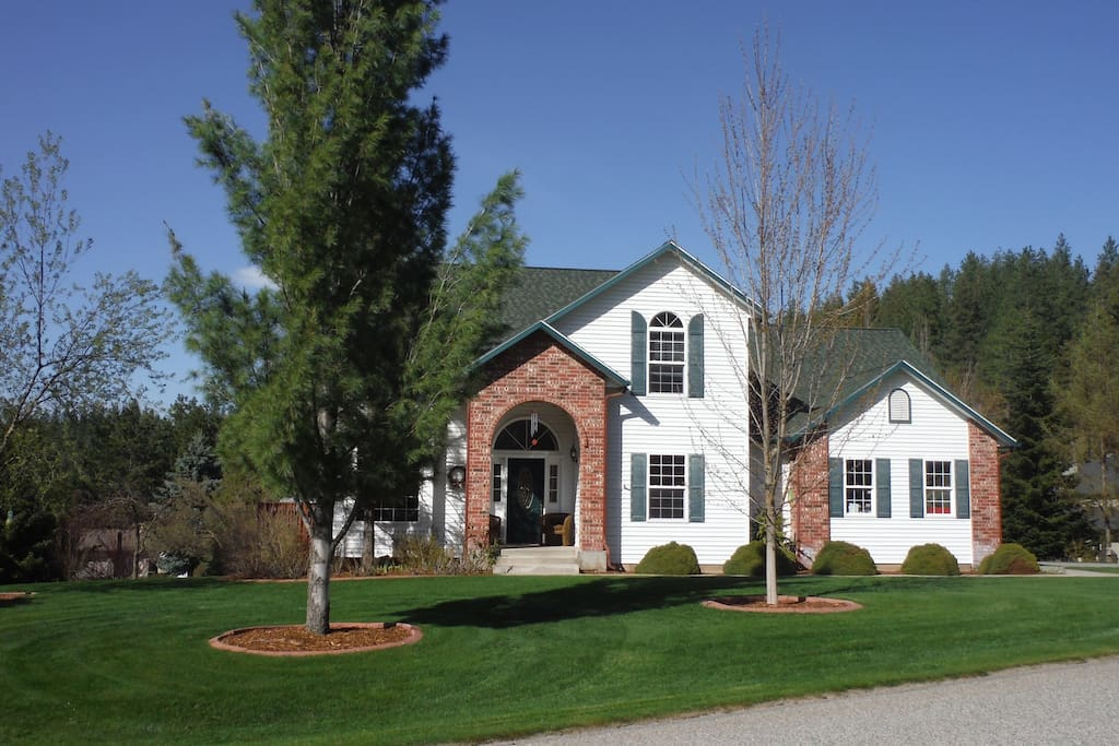 Home is on 3/4 of an acre and on a corner lot. Lots of grass and trees. Lots of room to relax and enjoy.