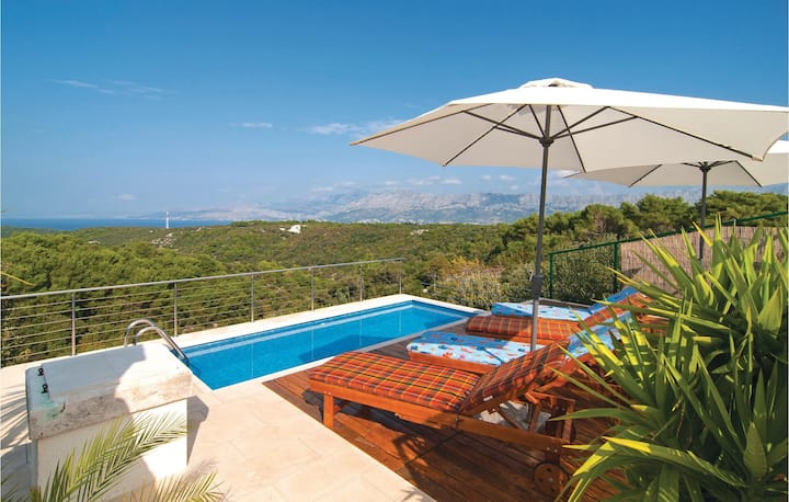 Nice home in Pucisca with WiFi and 2 Bedrooms