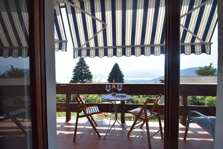 Accommodation with balcony and beautiful view of Lake Maggiore