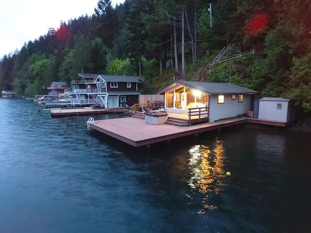 Lake Sutherland cabin on the water with huge dock