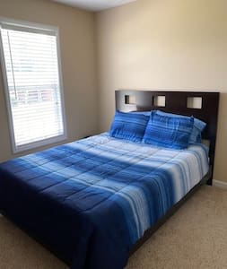 Home-like stay minutes from Bragg and shopping