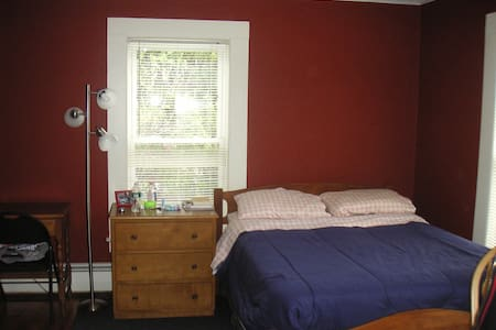Quiet Room/Home on Former Farmlands - Room #2 - Manchester
