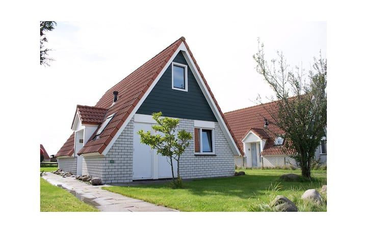 Holiday cottage with 3 bedrooms on 85m² in Den Oever