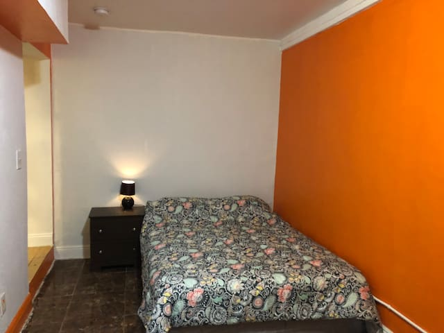 Orange ensuite room Miami with private entrance #6
