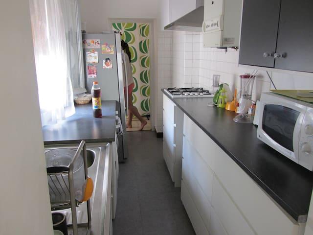 Montpellier (centre ville ,gare) ch.de luxe 18 m2