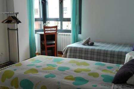 Habitación privada de 2 camas individuales