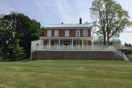 Magnificent Historic Estate on Lake Champlain - Grand Isle - House - 1