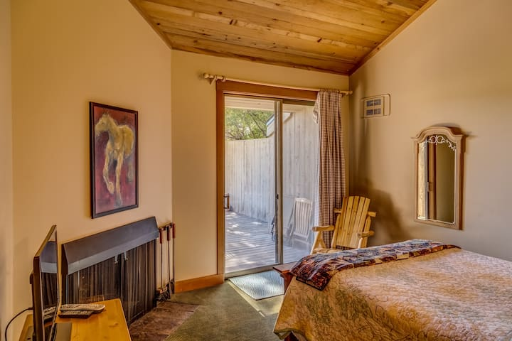 Lodge Room 043