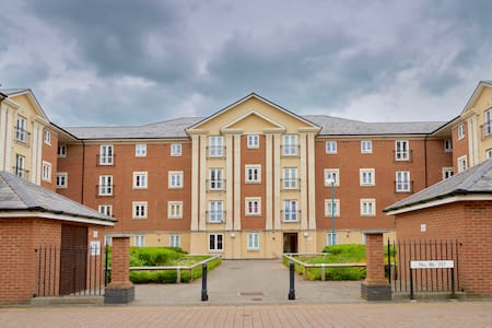 The Brunel Crescent: Two-Bedroom Executive Serviced Apartment with En-suite