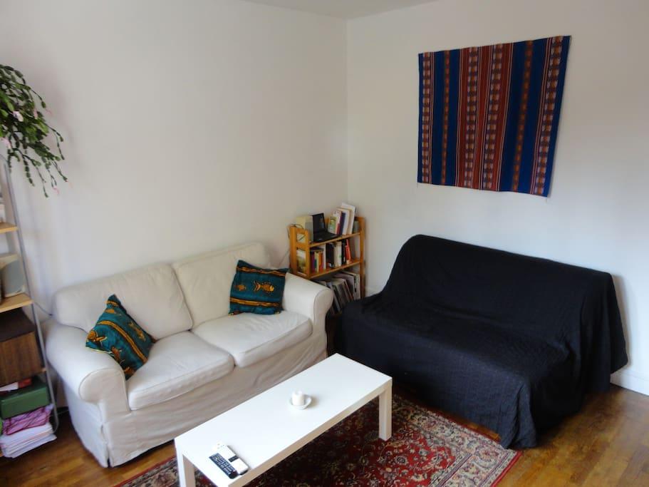 Salon avec canapé Bz d'appoint