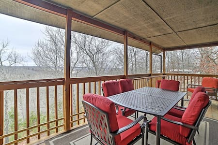 Cozy 2BR Branson Condo on a Private Lake! - Reeds Spring - 公寓
