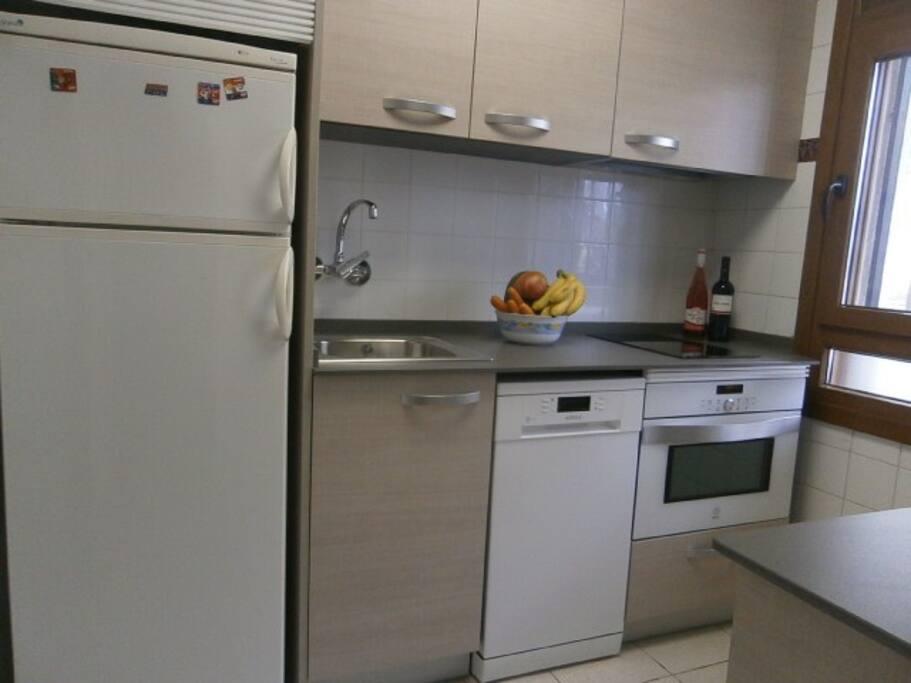 Vista cocina equipada