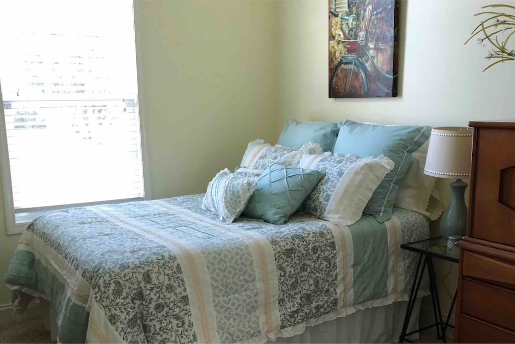 A beautiful and comfortable Queen size bed awaits you at Perry Place in a warm and friendly environment. Enjoy the feel of home while you are on the road, whether it be work or pleasure.