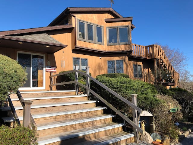 Spacious, open Montauk home near beach and town