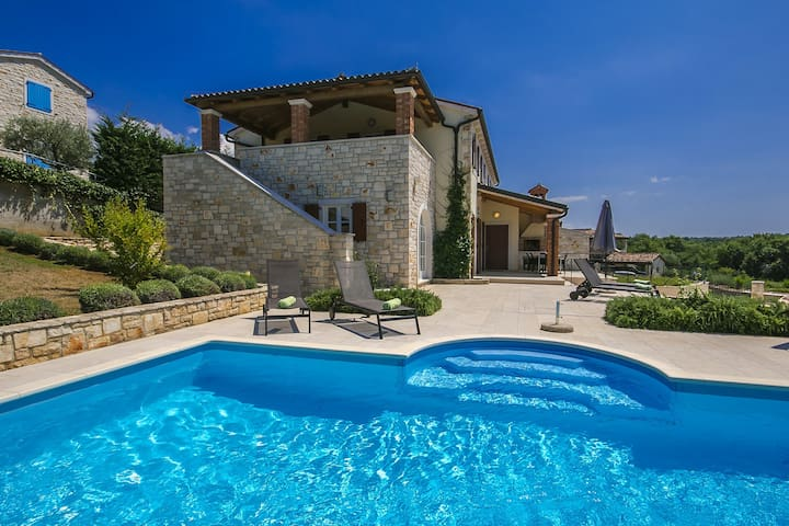 Comfortable Villa Adriana with Pool near Porec - Fuškulin - 別墅
