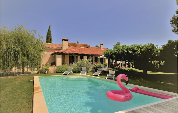 Stunning home in Caumont sur Durance with Outdoor swimming pool, Outdoor swimming pool and 3 Bedrooms