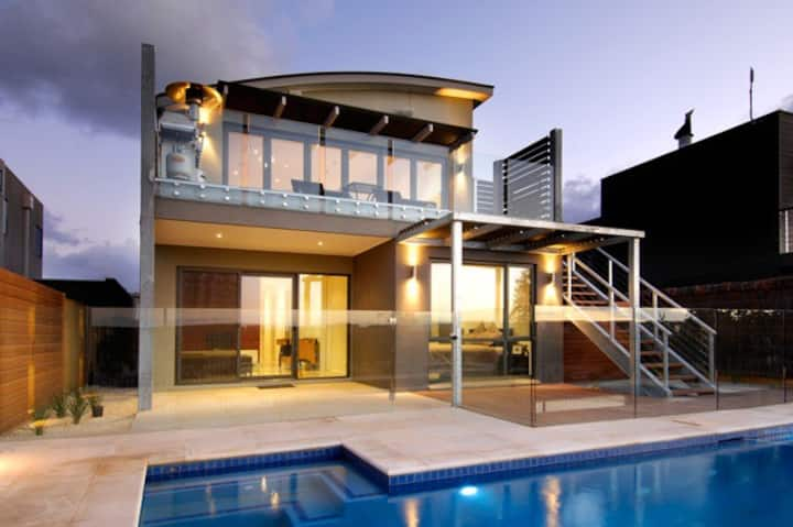 Sands Golf Course - Modern Luxury - pool and view.