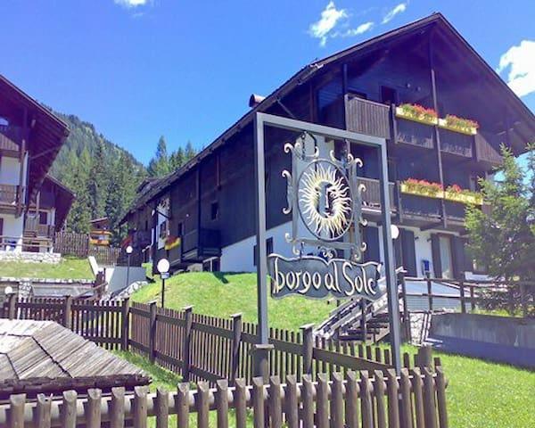 Residence Borgo al Sole: 2-BR, Sleep 6,  Kitchen