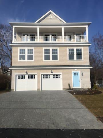 Brand New Beach House Imaculate