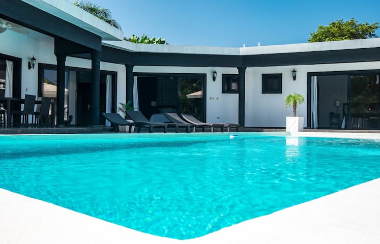 5 Master Suites Casa Linda perfect for large groups