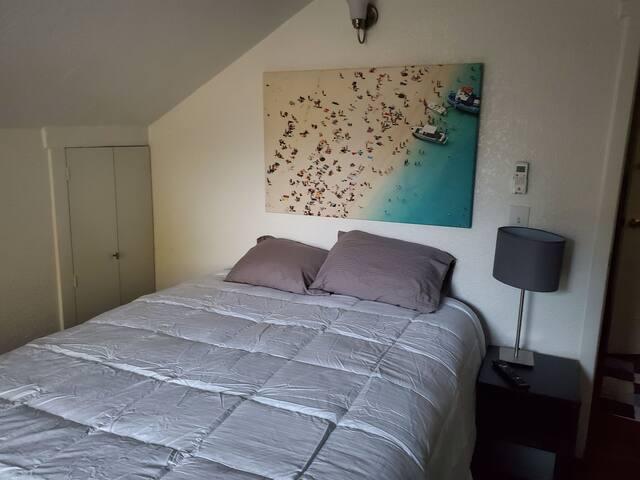 Cozy bedroom near convention ctr & Rosebowl.