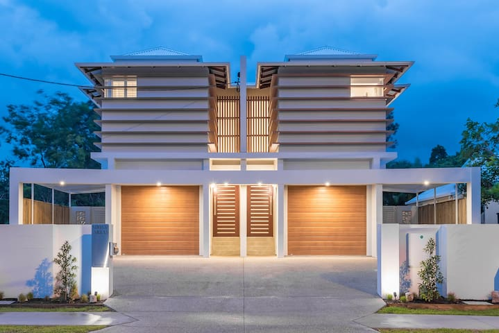 BRAND NEW LUXURY ON GYMPIE TERRACE - VILLA 2
