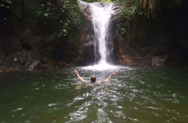 Chalé Jatobá c/Cachoeira  (WI-Fi)