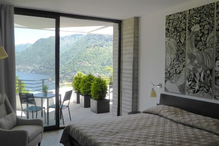 Camera Tripla Superior con Vista Lago e Giardino - Como - Bed & Breakfast